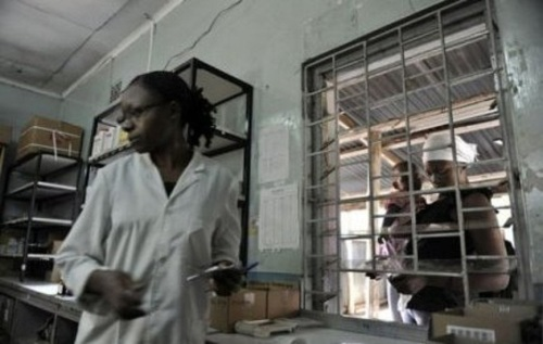 La grève a en effet sérieusement perturbé le fonctionnement des établissements hospitaliers publics: le gouvernement affirme que les patients sont privés de soins et la presse kényane fait état de plusieurs décès.