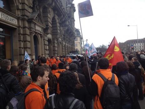 Devant le Crous, quelques 700 personnes manifestent. (Photo MG)