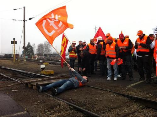 Vendredi dernier, les sidérurgistes qui occupaient les voies SNCF à Éblange avaient été délogés par les CRS. Photo ER