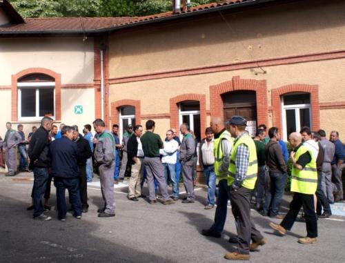 La CGT a programmé des débrayages de deux heures sur les différents postes de travail de l'usine, pour ce mercredi. Le syndicat réclame la reprise des investissements prévus sur le site de Saint-Girons./Photo DDM, P.H.