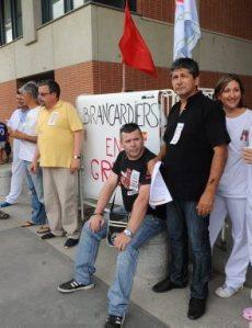 Les brancardiers hier, lors de leur 7e jour de grève