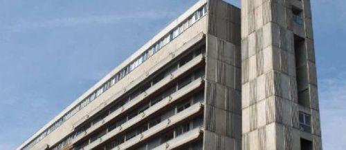 SAINT-DENIS, HÔPITAL DELAFONTAINE. HIER. Une employée de 44 ans, mère de deux enfants, s'est jetée hier matin par une fenêtre du 9e étage de ce bâtiment.