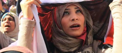 Une femme manifeste sur la place Tahrir, le 27 janvier 2012.