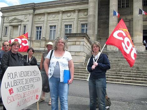 Plusieurs manifestations de soutien avaient été organisées devant les marches du palais de Justice, à Angers.