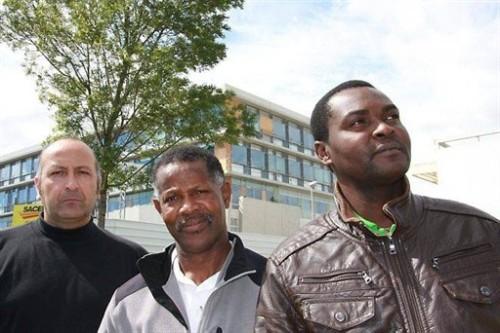 Nicolas Le Strat, de la CFDT, Élie Vertot, de l'Union régionale bâtiment et bois, et Gabriel Koubondika, installé à Vannes depuis huit ans.