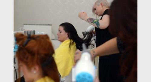 Les bas salaires en Allemagne touchent beaucoup les coiffeurs. Ici à Berlin.