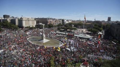 Les manifestants convergent vers la place Colon dans le centre de Madrid, samedi 15 septembre 2012.