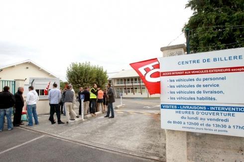 Des grévistes sur un des sites de TIGF à Billère. (