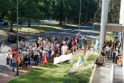 Le message des personnels en grève est clair: c'est l'indignation et non la résignation que Total trouvera sur sa route !