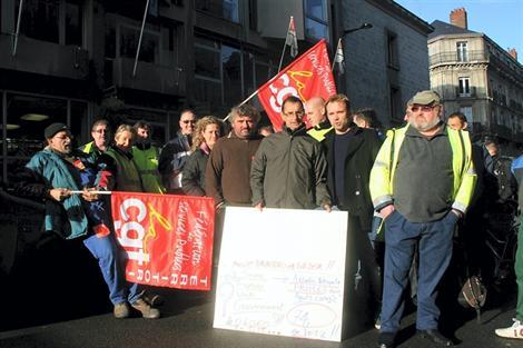 Les agents du Service des espaces verts de la ville de Nantes ont manifesté ce matin devant la mairie.