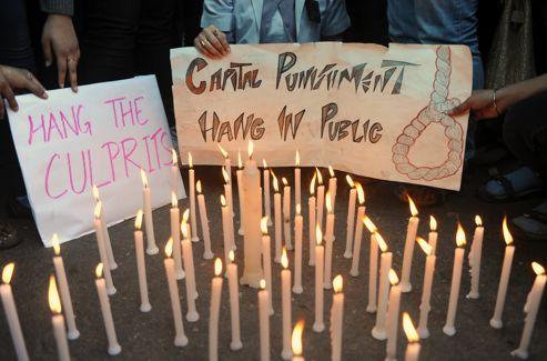 «Pendez les coupables en public», exhortaient certains manifestants. La peine de mort est toujours en vigueur en Inde mais il est très rare qu'elle soit appliquée. Crédits photo : SAJJAD HUSSAIN/AFP