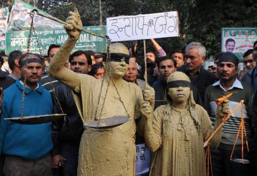 """Peu habituées à manifester, de nombreuses femmes ont cette fois fait entendre leur voix pour demander justice pour """"la fille de l'Inde"""", le surnom donnée à l'étudiante violée. SAJJAD HUSSAIN / AFP"""