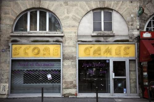 Un magasin de Games France fermé à Paris, le 11 janvier 2013 LIONEL BONAVENTURE AFP.COM