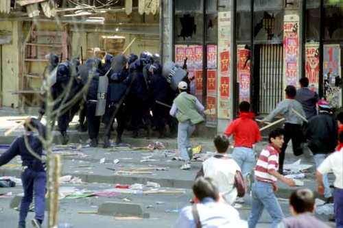 1er Mai 1996 à Istanbul : Affrontements entre manifestants et forces de répression