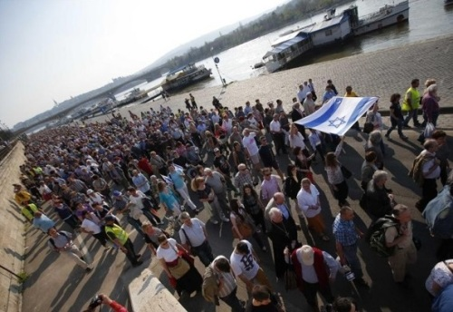 5689689-vaste-manifestation-contre-l-antisemitisme-en-hongrie