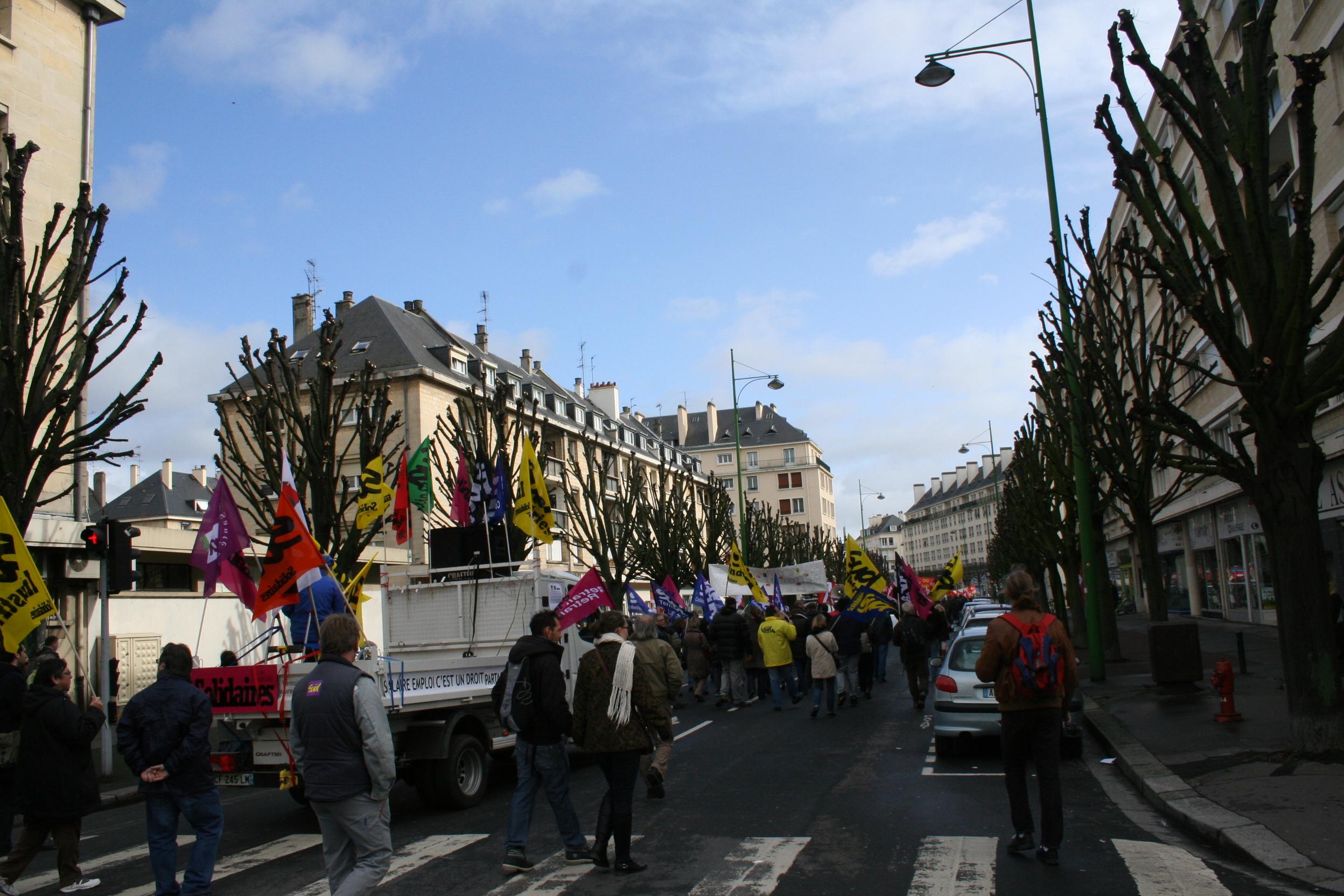 Le 9 avril caen les manifestants demandent le retrait for Ico travailleur com ikea