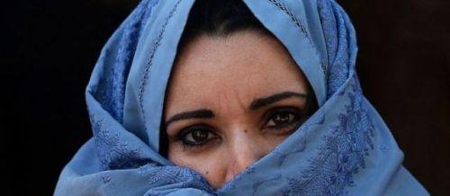 Fin avril, c'est devant 300 villageois qu'un Afghan a exécuté de trois balles de kalachnikov sa propre fille, coupable d'avoir voulu s'enfuir avec un cousin et ainsi «bafoué l'honneur» de sa famille.