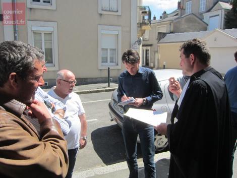 Les représentants syndicaux CFDT et leurs avocat à la sortie du tribunal des prud'hommes Marie-Jeanne LE ROUX