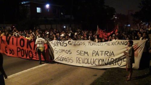 """Manifestation à Sao Paulo : """"Nous sommes Grecs, Turcs, Mexicains ; nous sommes sans patrie, nous sommes révolutionnaires"""""""