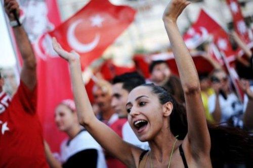 Des femmes manifestent contre Erdogan le 9 juin 2013 à Izmir, afp.com - Ozan Kose
