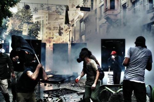 barricades-istanbul