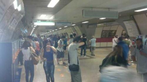Lacrymogènes dans la station de métro de Taksim