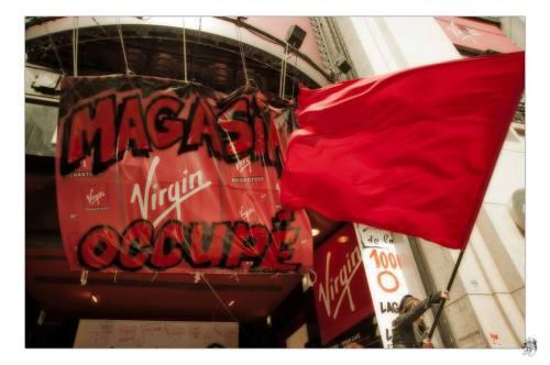 Occupation du magasin Virgin des Champs-Élysées (Paris)