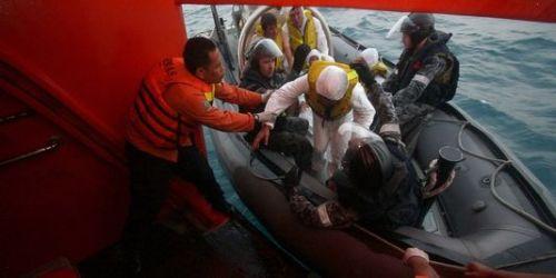 3452650_3_5356_la-marine-australienne-transfere-un-demandeur_c5660f2eb8bec3ee555eb5f40d7d7ad9