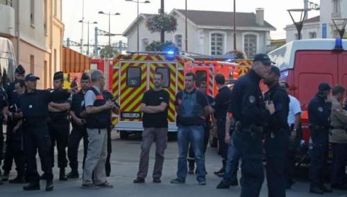 Les secours et les personnels de sécurité se rendent en gare de Brétigny-sur-Orge suite à l'accident de 12/07/13, (M.EULER/SIPA)
