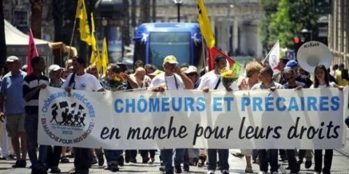 610776_un-groupe-de-chomeurs-et-precaires-participent-le-15-juin-2013-a-montpellier-a-une-marche-nationale-pour-la-defense-de-leurs-droits