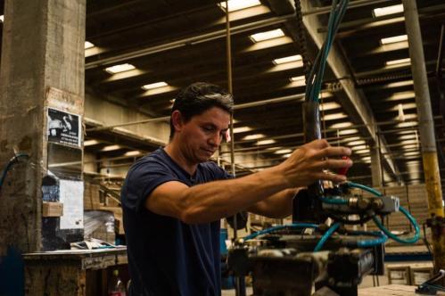 10 Janvier 2013, Neuquén, Argentine. Dans les entreprises privées concurrentes de FaSinPat, les ouvriers sont payés 3 000 pesos de plus chaque mois (425 euros). Mais aucun des « Zanon » rencontrés ce jour-là ne voudrait les rejoindre. « Ils ne sont pas libres », expliquent-ils.
