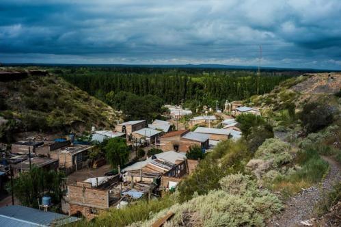 13 Janvier 2013, Neuquén, Argentine. Tout un pan de l'action des ouvriers concerne les quartiers populaires, comme ici le barrio de la Nueva Espana. Ils donnent gratuitement de la céramique aux écoles, hôpitaux ou dans les bidonvilles.
