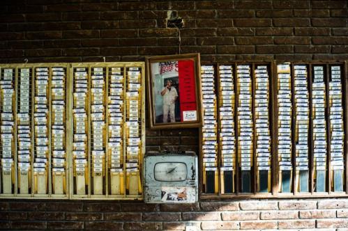 17 Janvier 2013, Neuquén, Argentine. À l'entrée de l'usine FaSinPat, la pointeuse permet à chaque ouvrier d'indiquer les heures de travail qu'il a effectuées au cours d'une journée.