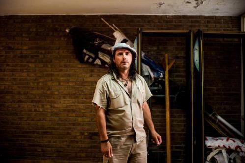 18 Janvier 2013, Neuquén, Argentine. Mariello Morales, la cinquantaine, dirige aujourd'hui le puissant syndicat des céramistes de Neuquén. Le syndicat fédère les ouvriers de FaSinPat et ceux des autres usines de céramiques de la province. Certaines de ces usines ont suivi la voie de FaSinPat et fonctionnent aujourd'hui en autogestion.