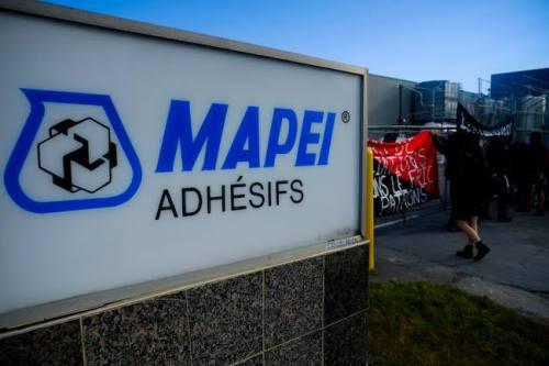Ligne de piquetage dure ce matin à l'usine Mapei.