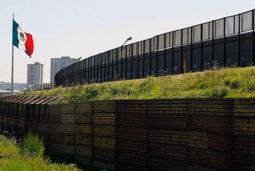 Plus de 140 000 étrangers sans papiers, originaires pour la plupart d'Amérique centrale, entrent au Mexique chaque année pour tenter de rejoindre les États-Unis.