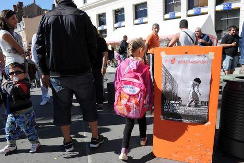 Des personnes sans-abris en quête d'un hébergement d'urgence, le 3 septembre à Clermont-Ferrand.