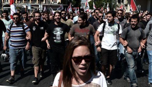 Des affrontements ont éclaté mercredi soir à Athènes entre policiers et manifestants à la fin d'un important défilé antifasciste organisé pour protester contre l'assassinat d'un musicien par un néonazi.