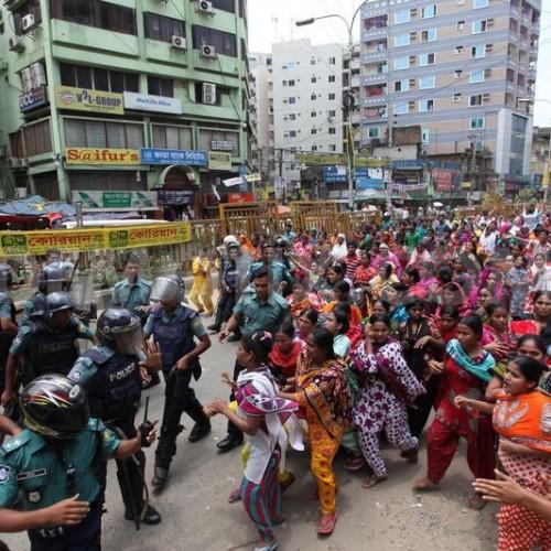 Ouvrières face aux forces de répression à Gazipur
