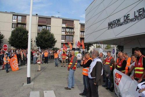 Les salariés d'Alcatel-Lucent se sont mobilisés hier. En milieu de matinée, leur manifestation a pris la direction de Pôle emploi.