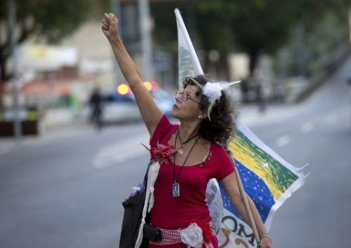 Lors d'une manifestation de professeurs, le 10 octobre à Rio.