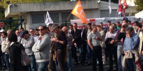 Les salariés d'Alcatel Lucent du site d'Orvault, le 9 octobre.