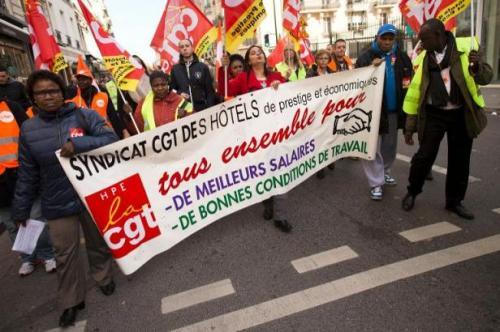 Les employés du Lutetia à Paris ont manifesté et fait grève jeudi pour la deuxième fois en quinze jours contre le plan social accompagnant la fermeture du célèbre hôtel pendant trois ans pour travaux.