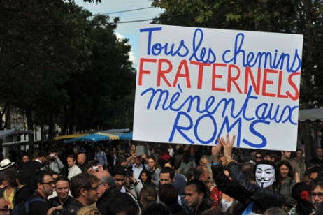"""Des slogans forts pour porter le message de la """"Roma Pride"""" © Radio France Nathanael Charbonnier"""