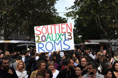 """La """"Roma Pride"""" a défilé de la Bastille à République"""