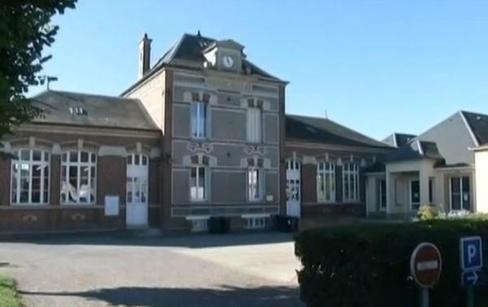 Rythmes-scolaires-Crillon-premiere-commune-en-France-a-jeter-l-eponge_image_article_large