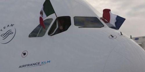 Air France-KLM a lancé en janvier 2012 un plan de restructuration, Transform 2015, devant lui permettre de renouer avec les bénéfices d'ici à 2015. Les premières mesures de restructuration avaient entraîné 5 122 départs entre 2012 et fin 2013.