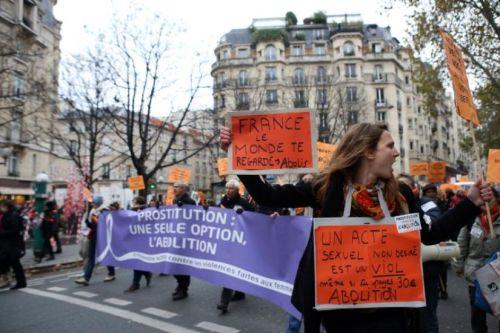 Manifestation contre les violences faites aux femmes à Paris le 23 novembre 2013