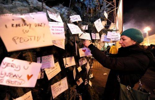 Une Croate partisane du mariage homosexuel manifeste à Zagreb le 29 novembre 2013