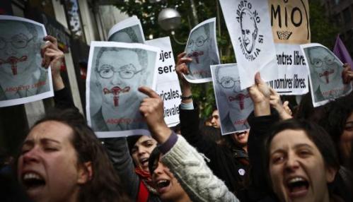 Manifestantes à Madrid contre le projet de réforme du gouvernement réduisant le droit à l'avortement 16 mai 2013